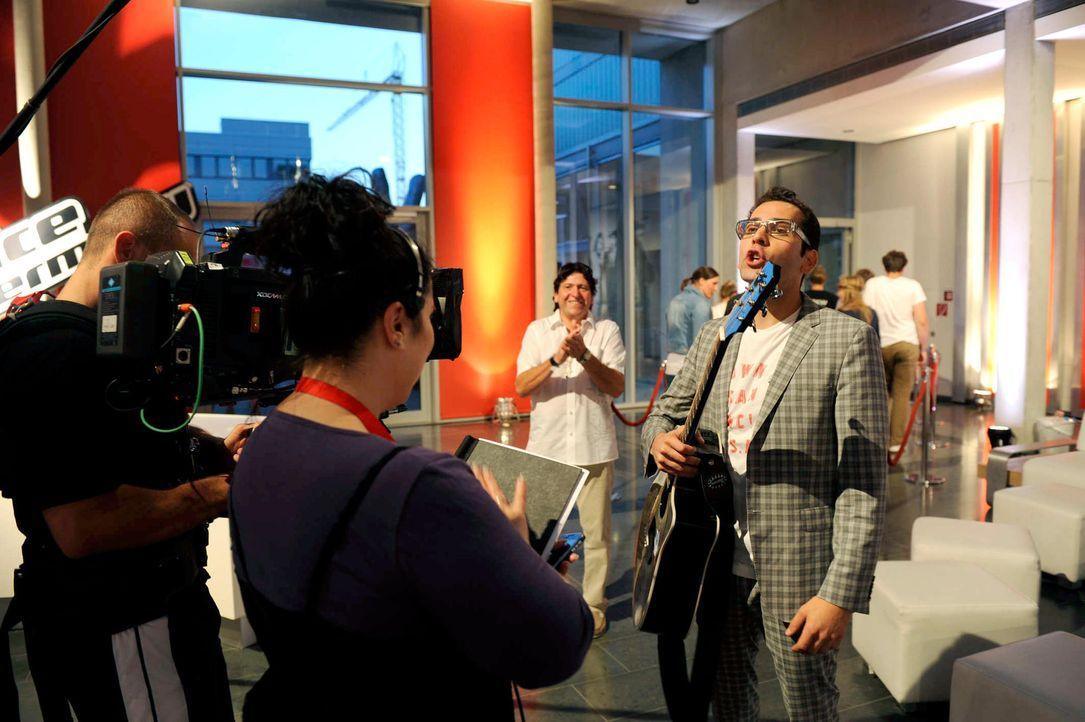 james-the-voice-of-germany-staffel2-epi01-28-backstagejpg 2000 x 1331 - Bildquelle: ProSieben/SAT.1/Christoph Assmann