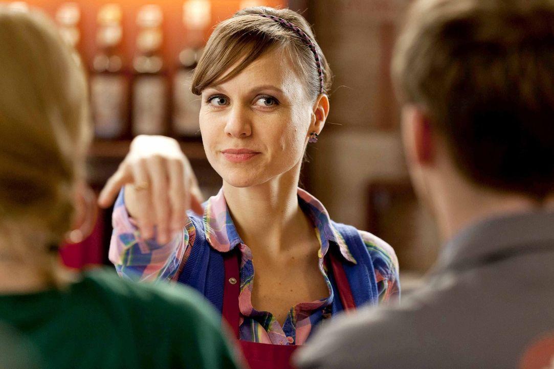 Ist von ihrem neuen Lover, einem wohlhabenden Generaldirektorund dessen Leben angetan: Bea (Nadja Becker) ... - Bildquelle: Frank Dicks SAT.1