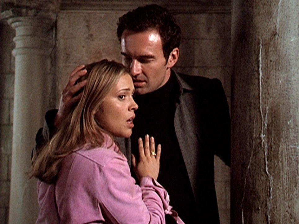 Phoebe (Alyssa Milano, l.) ist verzweifelt. Sie weiß jetzt, dass Cole (Julian McMahon, r.), den sie liebt, der Dämon Balthasar ist. - Bildquelle: Paramount Pictures
