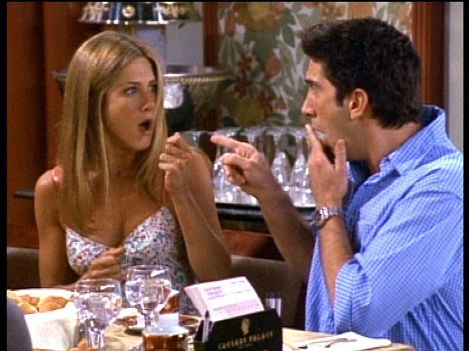 Entsetzt stellen Rachel (Jennifer Aniston, l.) und Ross (David Schwimmer, r.) fest, dass sie verheiratet sind. Wie konnte das nur geschehen? - Bildquelle: TM+  2000 WARNER BROS.
