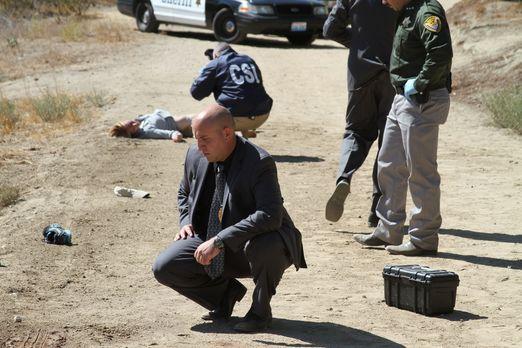 Die Polizei ist ratlos: Eine junge Frau wird tot auf einer Forststraße von Ab...