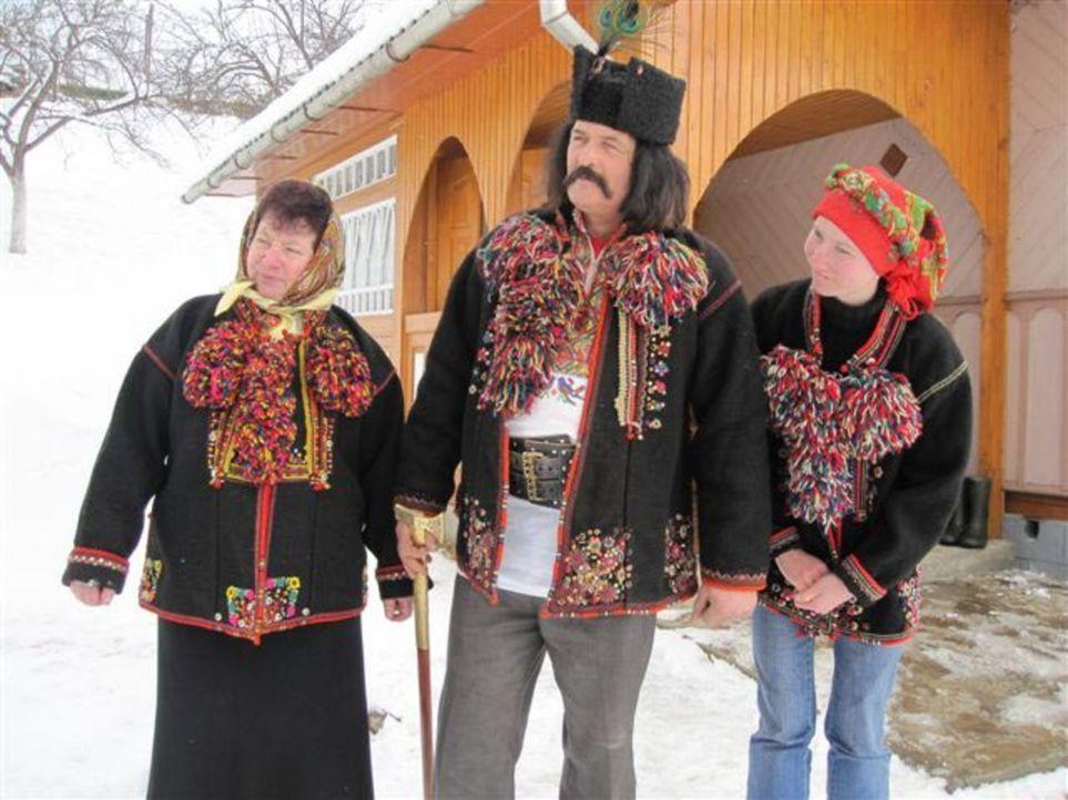 Von ihren Eltern wird die 17jährige Alica zu einer Huzulen-Familie (Bild), die traditionell wie vor 100 Jahren lebt, in die Ukraine geschickt ... - Bildquelle: kabel eins