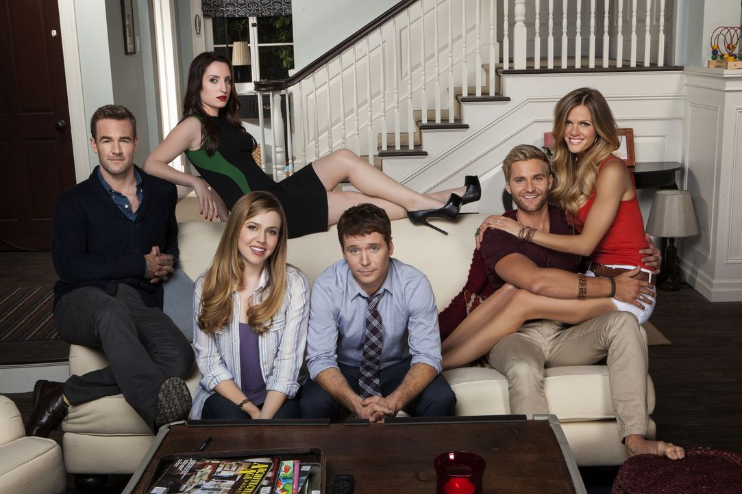 (1. Staffel) - Friends with Better Lives: (v.l.n.r.) Will (James Van Der Beek), Kate (Zoe Lister Jones), Andi (Majandra Delfino), Bobby (Kevin Conno... - Bildquelle: 2013 CBS Broadcasting, Inc. All Rights Reserved.