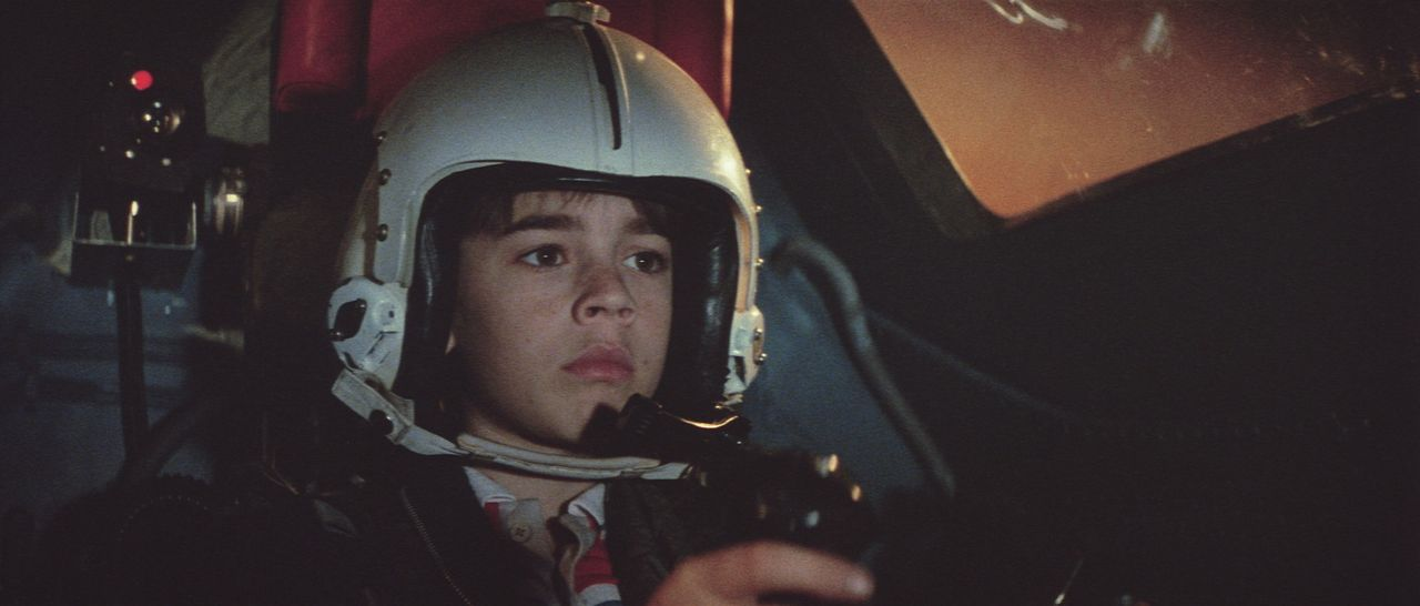 In letzter Sekunde gelingt es Daryl (Barret Oliver), aus dem Forschungslabor und somit dem sicheren Tod zu entkommen ... - Bildquelle: Paramount Pictures
