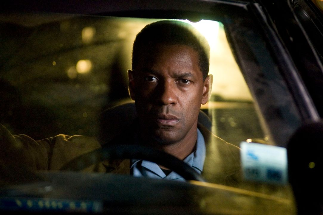 Als nach der Fähren-Explosion auch noch die Leiche einer jungen Frau an Land gespült wird, hat ATF-Agent Doug Carlin (Denzel Washington) eine erste... - Bildquelle: Disney. All Rights reserved.