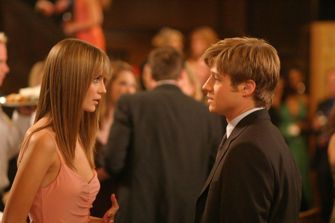 Nach allem was vorgefallen ist, kann Ryan (Benjamin McKenzie, r.) Marissa (Mischa Barton, l.) nicht verzeihen ... - Bildquelle: Warner Bros. Television