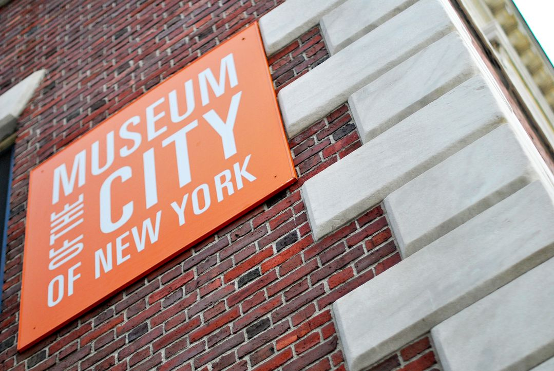 Im Museum der Stadt New York liegt eine elegante Souvenir-Kelle, die mit einer der bizarrsten und abschreckendsten Katastrophen in der Gotham-Geschi... - Bildquelle: Optomen Productions, Inc. for The Travel Channel