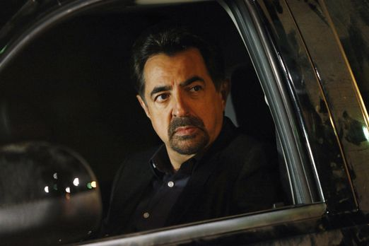 Rossi (Joe Mantegna) und sein Team ermitteln in einem neuen Fall, der sich al...