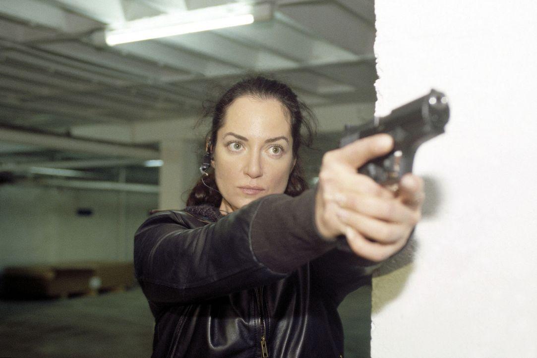 Kommissarin Eva Bartok (Natalia Wörner) im Einsatz. - Bildquelle: Gordon Mühle Sat.1