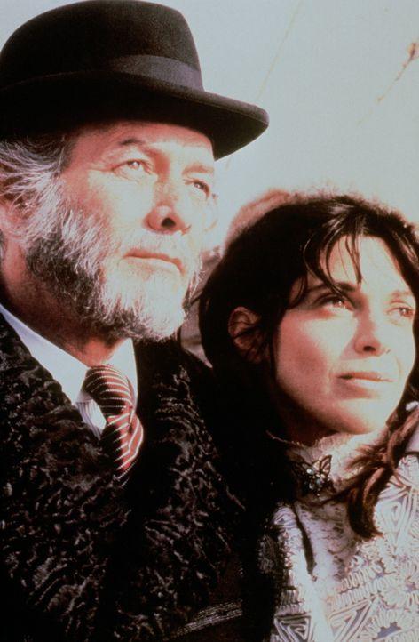 Der Millionär John Jacob Astor (David Janssen, l.) und seine Frau Madeline (Beverly Ross, r.) freuen sich schon auf die Fahrt mit der Titanic und e... - Bildquelle: American Broadcasting Company