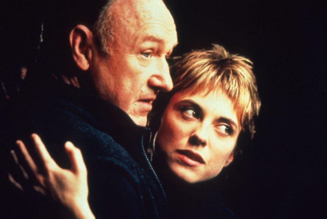 Seit einiger Zeit hegt Meisterdieb Joe Moore (Gene Hackman, l.) den starken Verdacht, dass seine Frau Fran (Rebecca Pidgeon, r.) ihn mit dem jungen... - Bildquelle: Francise Productions
