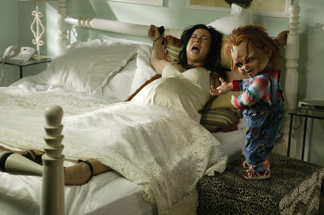 Horrorfilm hautnah: Jennifer Tilly, l. und der fortpflanzungswillige Chucky, r. ... - Bildquelle: Constantin Film