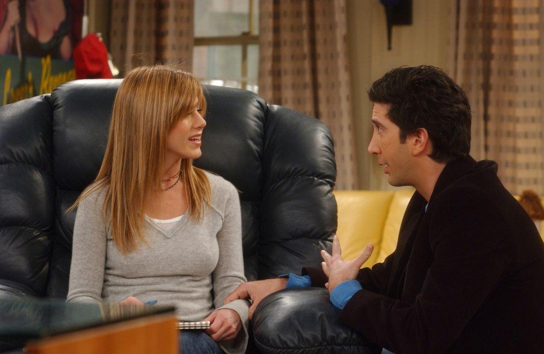Während Ross (David Schwimmer, r.) eine Anstellung auf Lebenszeit bekommt, verliert Rachel (Jennifer Aniston, l.) ihren Job ... - Bildquelle: 2003 Warner Brothers International Television