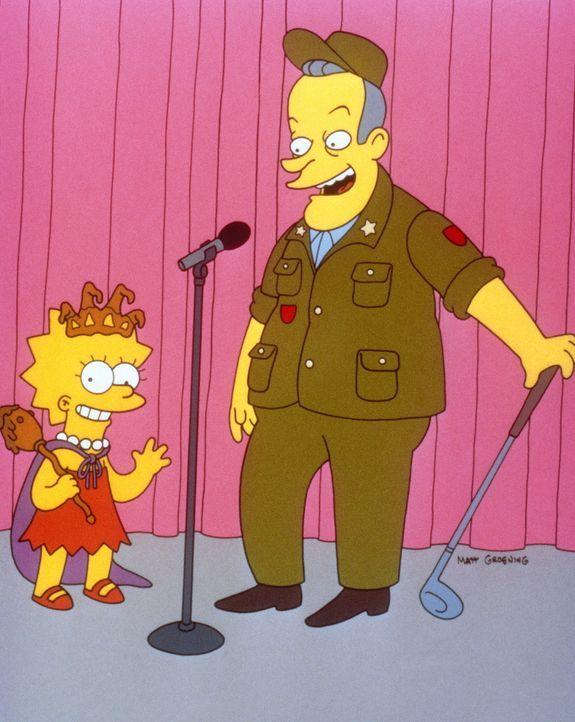 Auf der Bühne begrüßt Richard Nixon (r.) die kleine Lisa Simpson (l.). - Bildquelle: und TM Twenthieth Century Fox Film Corporation - Alle Rechte vorbehalten