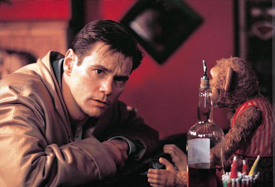 Peter Appelton (Jim Carrey) ist ein Drehbuchautor im Hollywood der 50er Jahre, der fälschlicherweise für einen Kommunisten gehalten wird. Bei eine... - Bildquelle: Warner Bros. Pictures