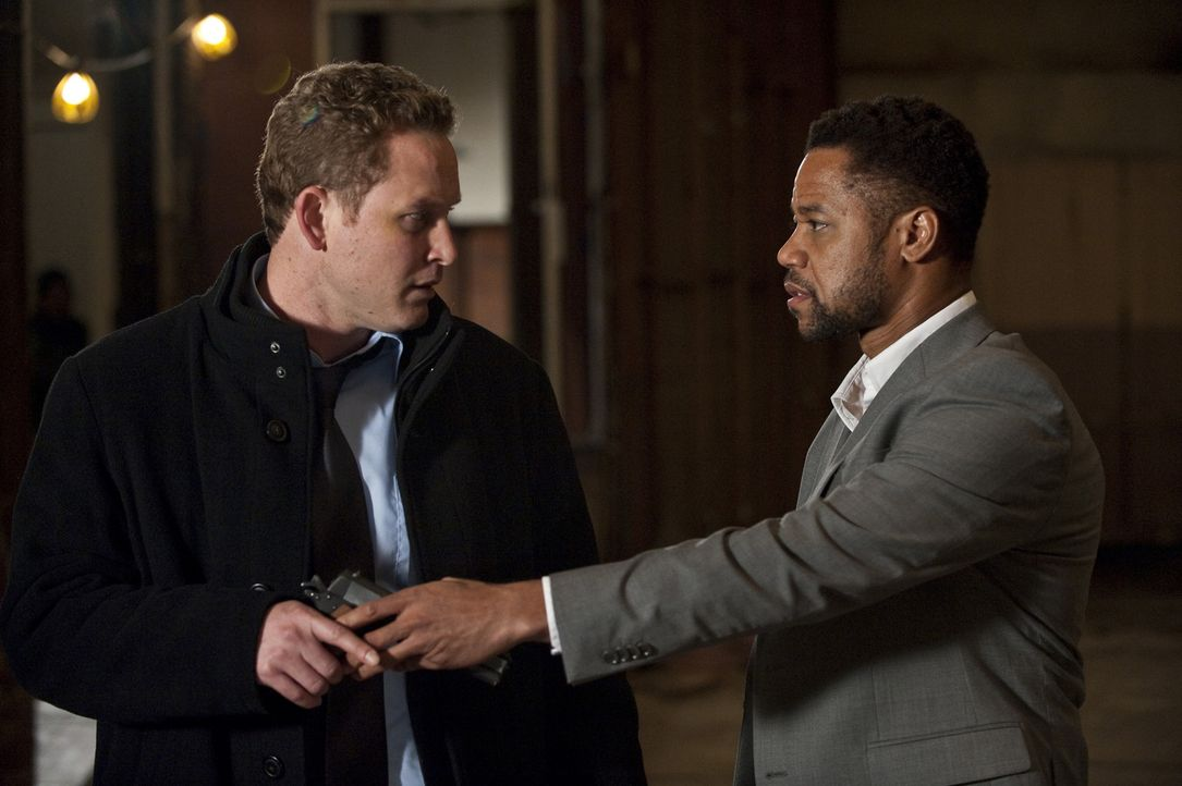 Kann Allan (Cole Hauser, l.) die Mordserie des Killers Jonas Arbor (Cuba Gooding Jr., r.) noch aufhalten? - Bildquelle: 2011 Sony Pictures Worldwide Acquisitions Inc. All Rights Reserved