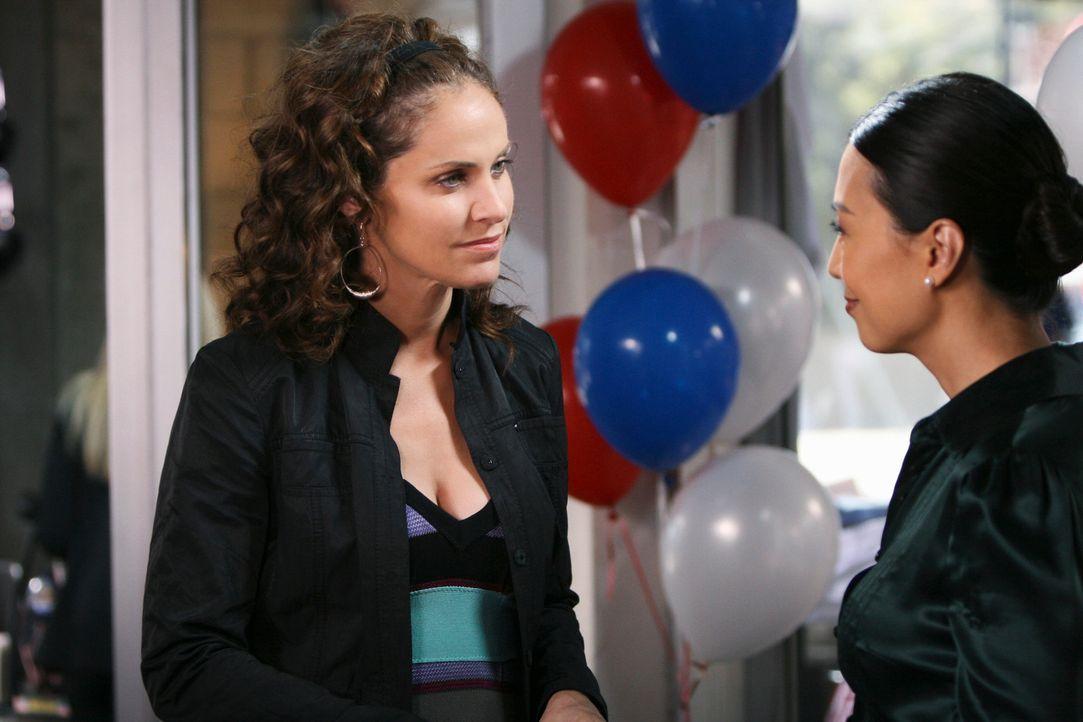 Aus Freundschaft zu Kara (Ming-Na, r.) geht Violet (Amy Brenneman, l.) ein großes Risiko ein ... - Bildquelle: ABC Studios