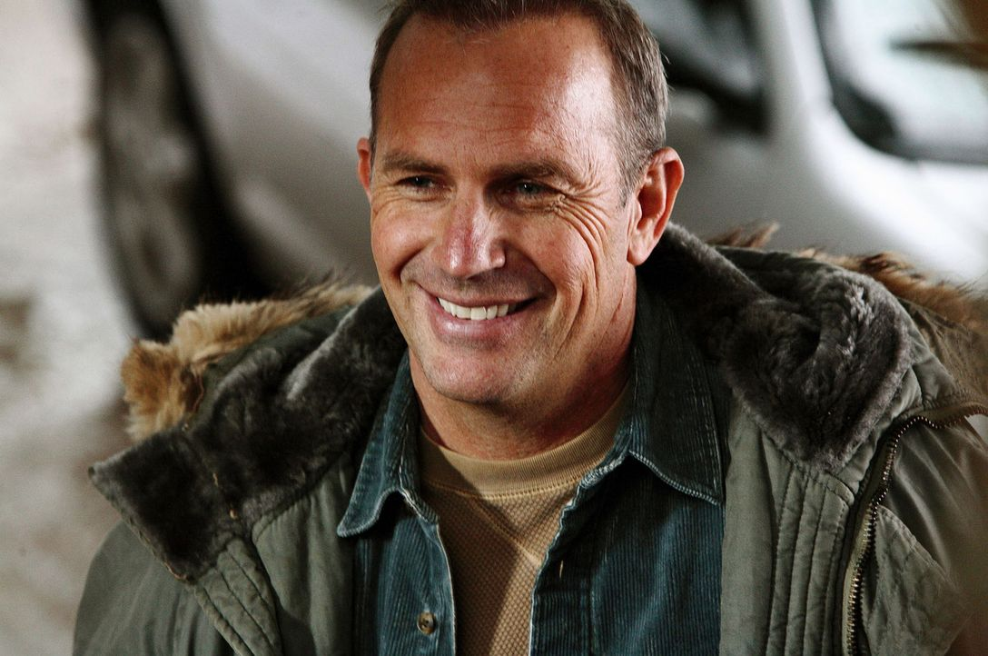 Nach einem fatalen Einsatz, bei dem alle seine Kollegen starben, erhält der legendäre Rettungsschwimmer Ben Randall (Kevin Costner) einen neuen Post... - Bildquelle: Ben Glass Touchstone Pictures. All rights reserved