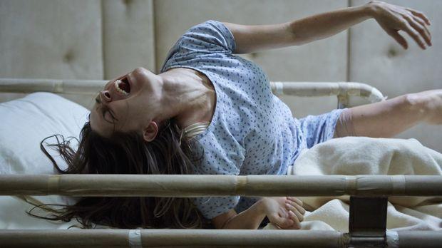 Molly Hartley (Sarah Lind) ist vollkommen besessen von bösen Geistern. Um ihr...