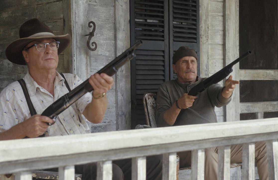 Mit ihnen ist nicht immer zu spaßen: Hub (Robert Duvall, r.) und Gath (Michael Caine, l.) ... - Bildquelle: New Line Cinema