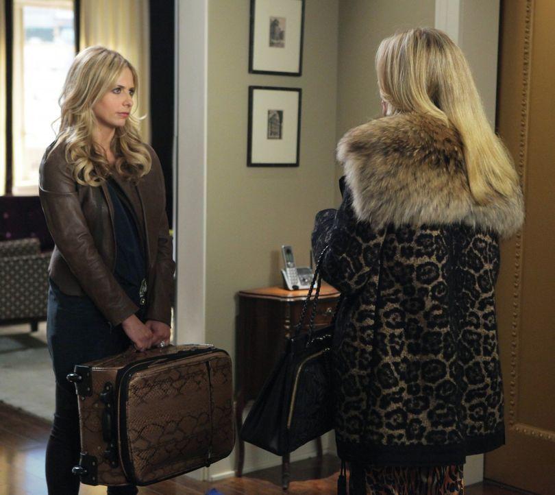 Werden Bridget (Sarah Michelle Gellar, l.) und Andrews Ex-Frau Catherine (Andrea Roth, r.) jemals miteinander auskommen? - Bildquelle: 2011 THE CW NETWORK, LLC. ALL RIGHTS RESERVED