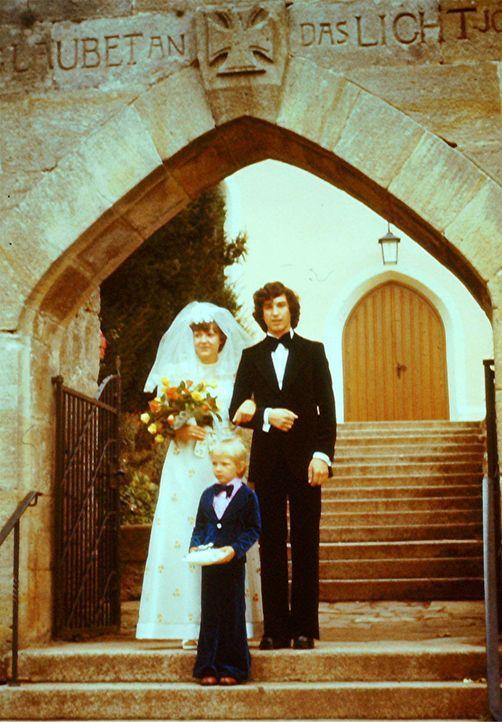 Auch nach vielen Ehejahren sind Eva (l.) und Norbert (r.) Schindler immer noch glücklich. Jetzt wollen sie ihr Ja-Wort noch einmal erneuern und alle... - Bildquelle: privat