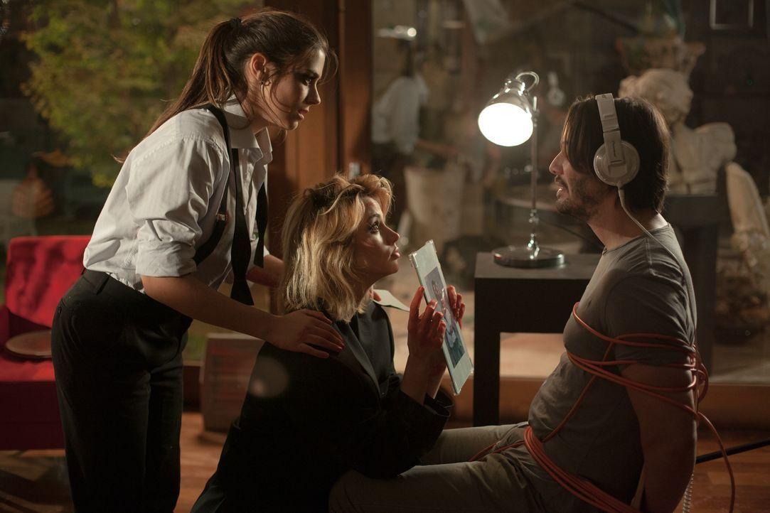 Eigentlich wollte Familienvater Evan (Keanu Reeves, r.) in einer stürmischen Nacht lediglich zwei jungen Frauen helfen, doch dann verwandeln Genesis... - Bildquelle: SquareOne / Universum