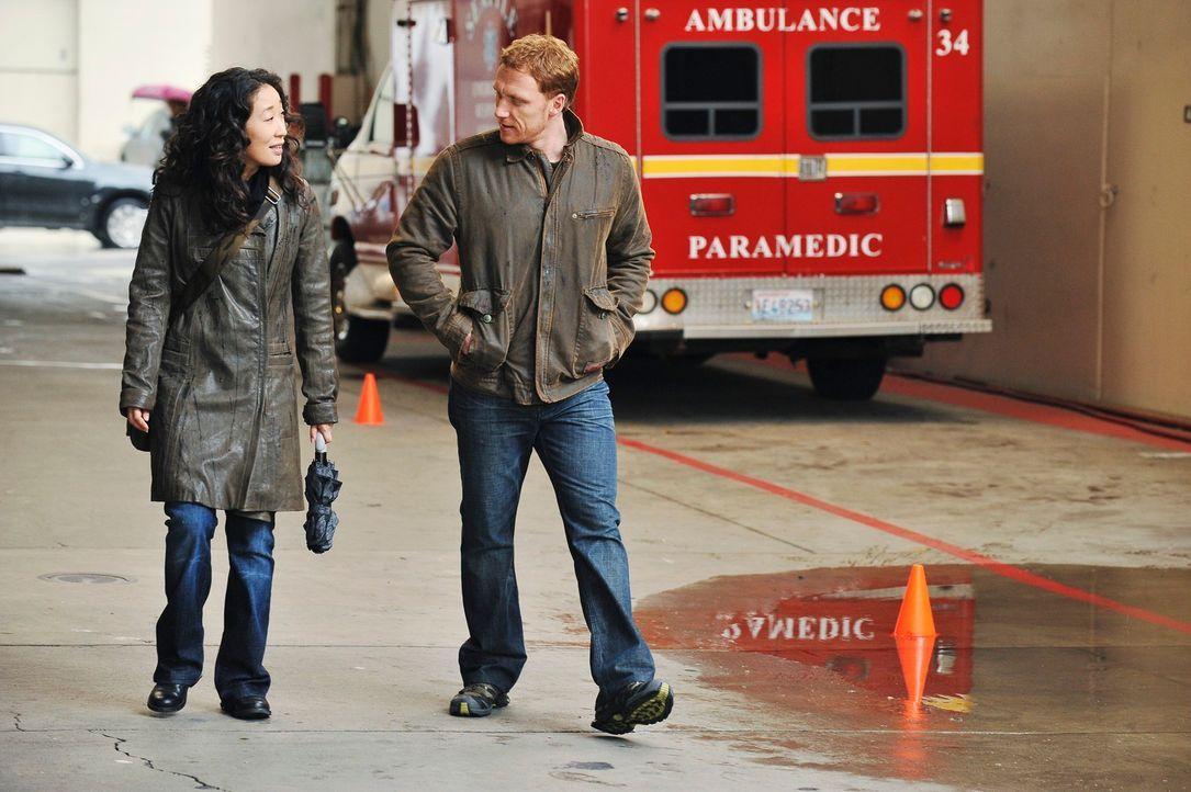 Genießen ihren Feierabend: Cristina (Sandra Oh, l.) und Owen (Kevin McKidd, r.) ... - Bildquelle: Touchstone Television