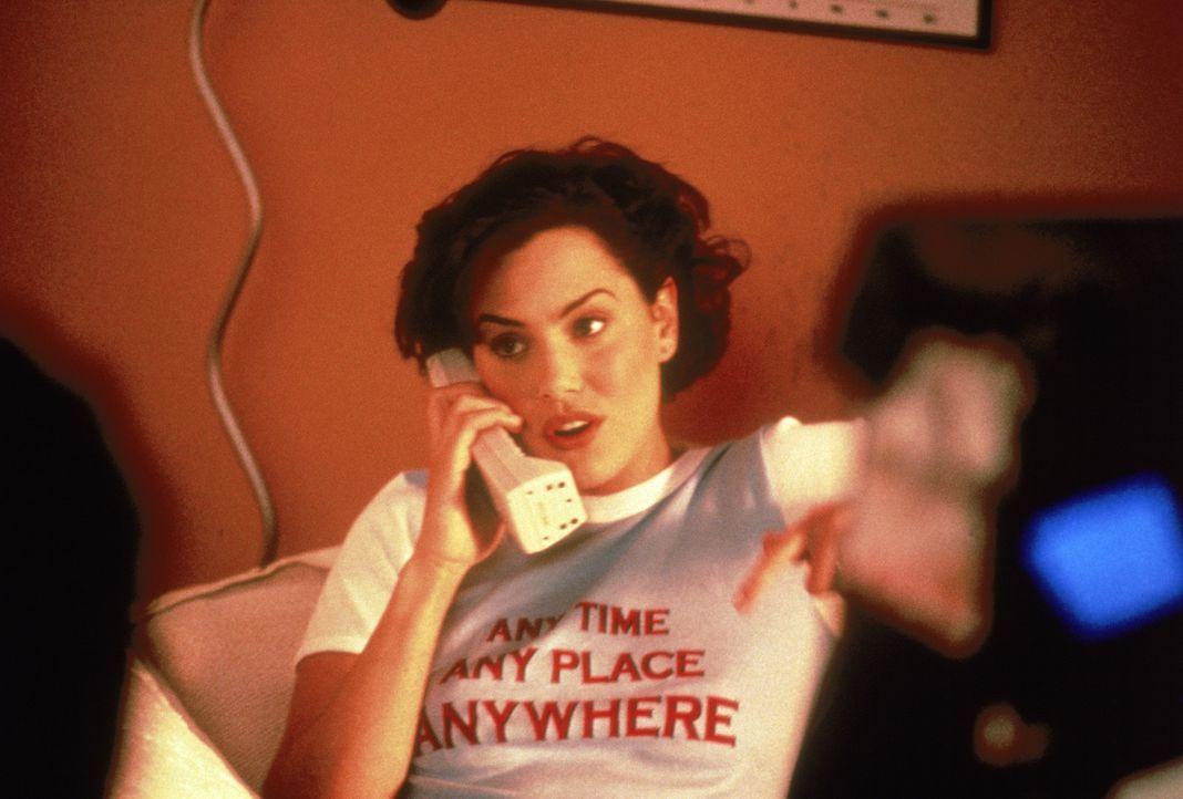 Die junge Frankie (Ione Skye), Angestellte im Cafe ihres Onkels, träumt seit der Pubertät vom perfekten Traummann, doch leider ist ihr dieser noch... - Bildquelle: Sony Pictures Television International. All Rights Reserved.