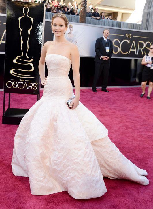 Jennifer Lawrence auf dem Red Carpet - Bildquelle: AFP