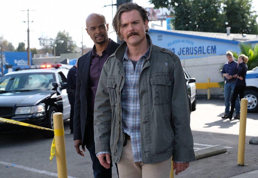 Müssen einen neuen Mordfall lösen: Riggs (Clayne Crawford, r.) und Murtaugh (Damon Wayans, l.) ... - Bildquelle: 2016 Warner Brothers