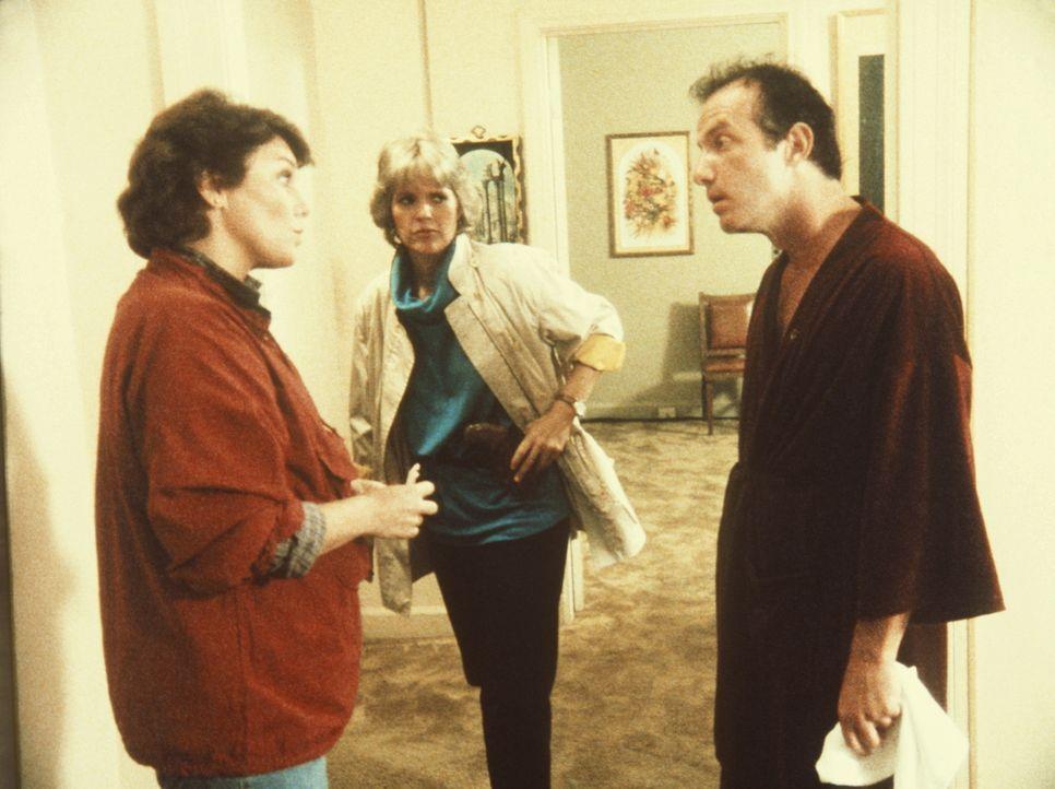 Der Polizistenmörder Edsin (Jonathan Banks, r.) soll in einen anderen Staat überführt werden. Cagney (Sharon Gless, M.) und Lacey (Tyne Daly) sol... - Bildquelle: ORION PICTURES CORPORATION. ALL RIGHTS RESERVED.