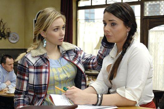 Anna und die Liebe - Lily (Jil Funke, l.) kann es nicht glauben, dass Paloma...