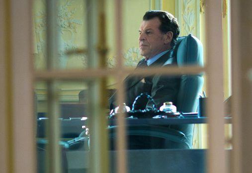Elementary - Er versucht seinen Einfluss zu nutzen, um Sherlock und Watson wi...