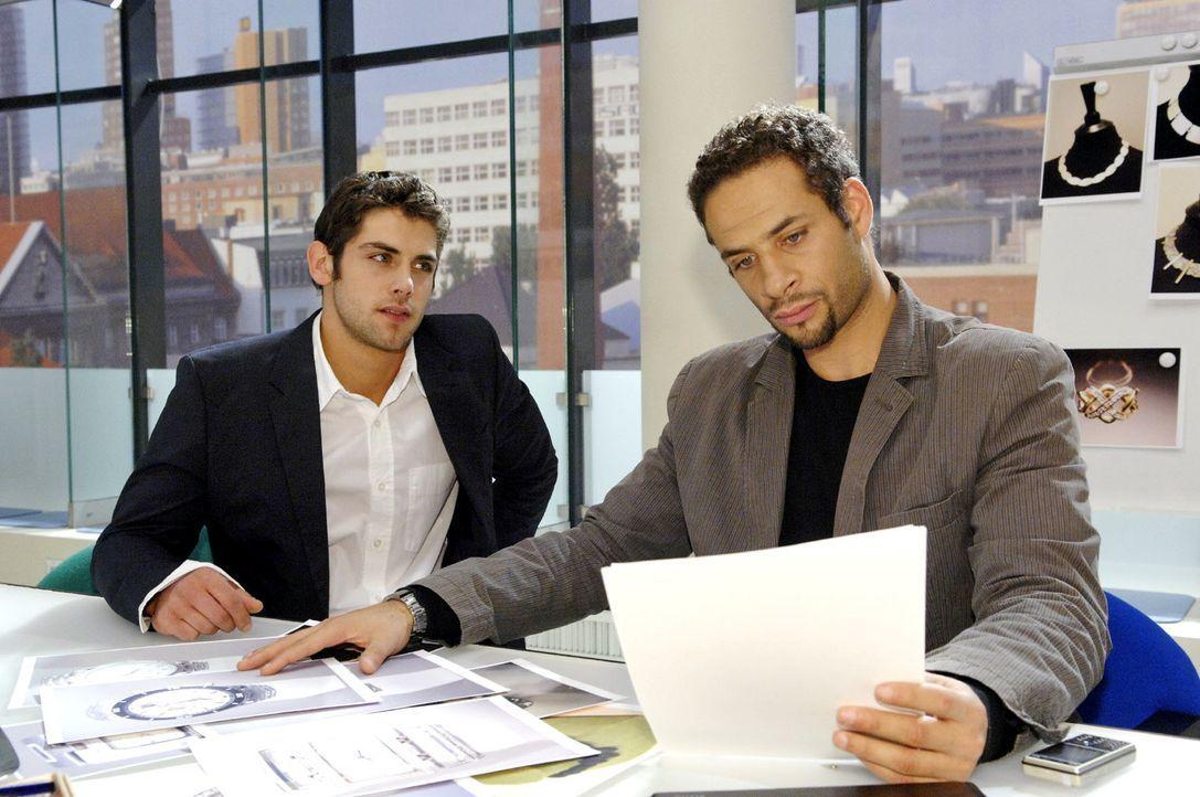Jannick (Mike Adler, r.) verrät Jonas (Roy Peter Link, l.) nicht, mit wem er verabredet ist. - Bildquelle: Claudius Pflug Sat.1
