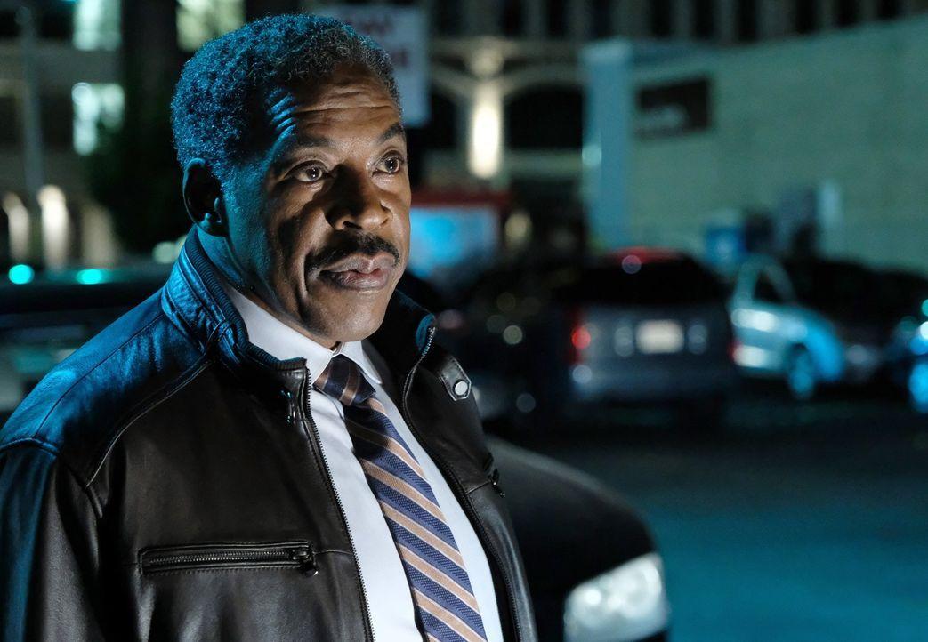 Mit an den Ermittlungen beteiligt ist auch Secret Service-Agent Peterson (Ernie Hudson), der kurz vor der Pensionierung den Fall langsam angeht. Doc... - Bildquelle: Warner Brothers