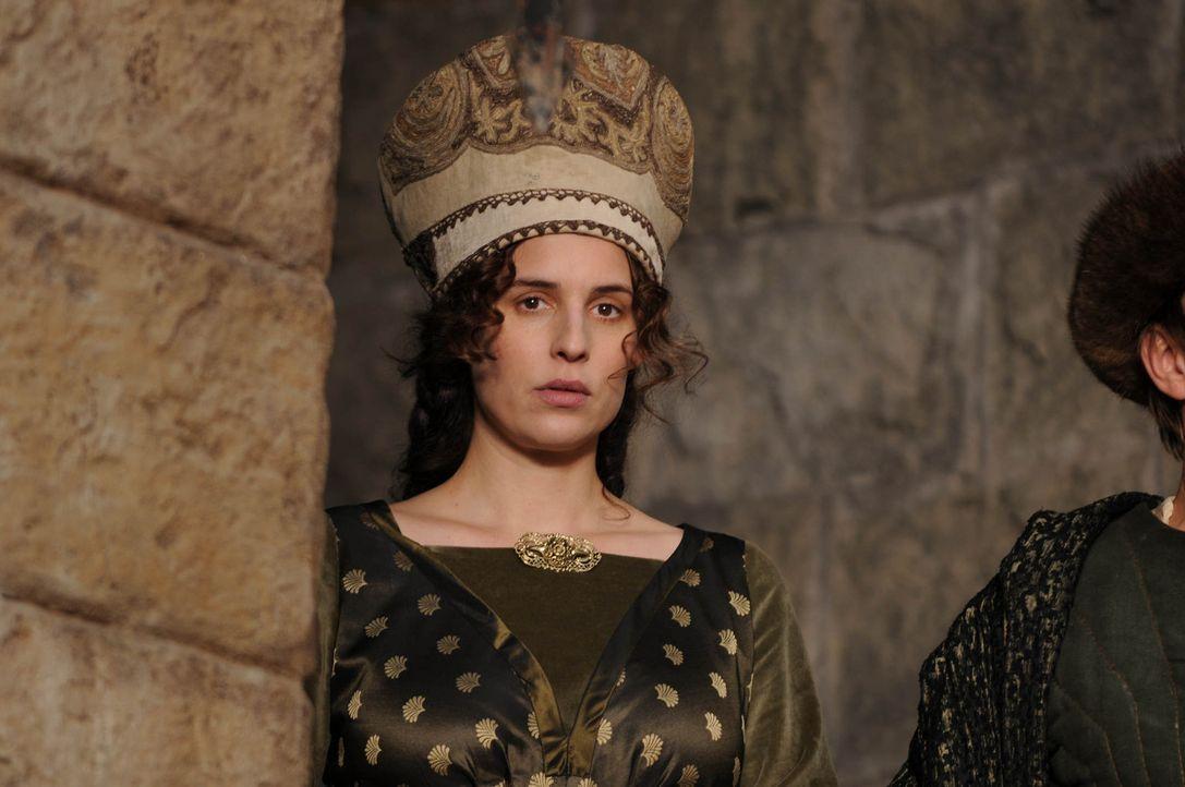Als der Hausfrieden gewaltig bedroht wird, nimmt die resolute Mechthild von Arnstein (Elena Uhlig) das Schicksal mit Hilfe der Wanderhure Marie selb... - Bildquelle: Oliver Roth SAT.1/TV60