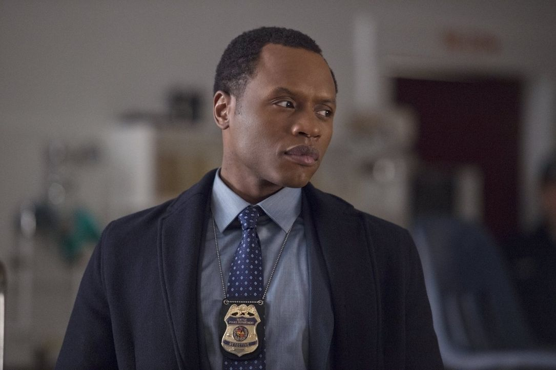 Während Clive (Malcolm Goodwin) und Liv in einem neuen Fall ermitteln, bekommt Blaine unerwarteten Besuch vom FBI ... - Bildquelle: 2014 Warner Brothers
