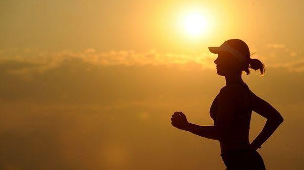 Sport hilft besonders gut gegens Übersäuern. Es gibt aber noch weitere Hausmi...