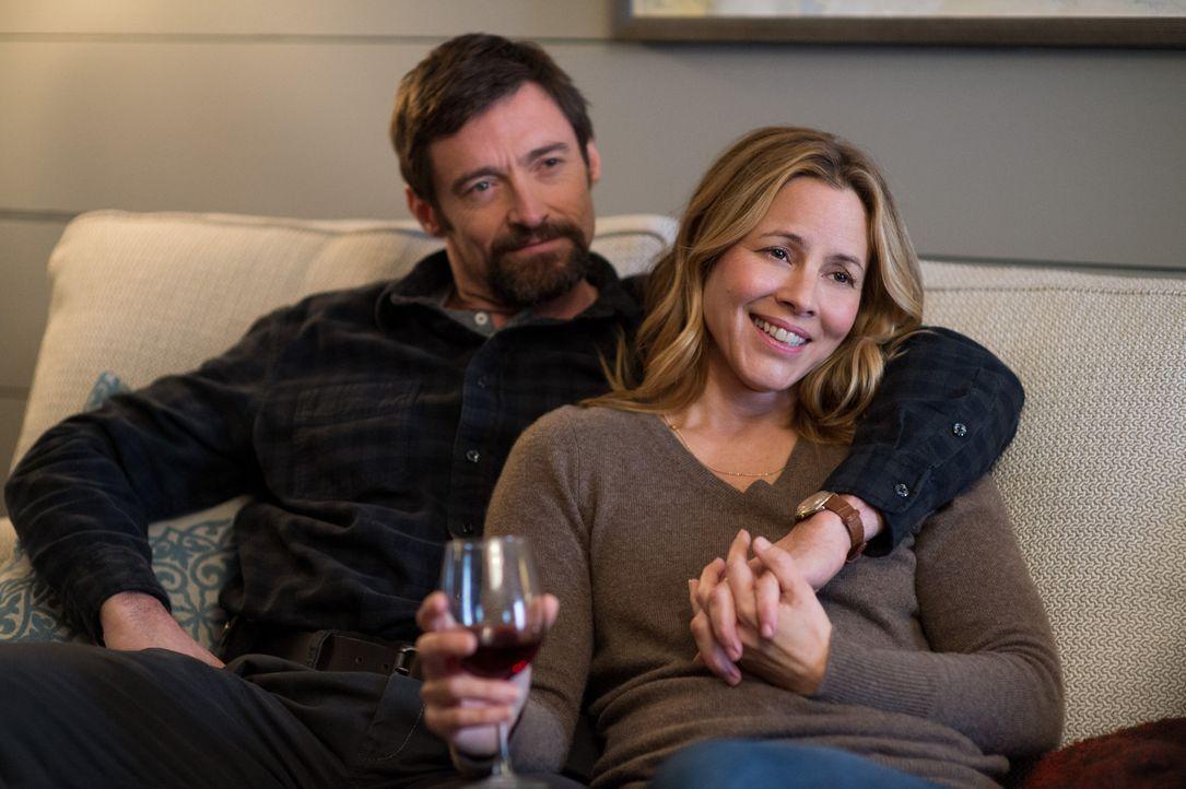 Die Ehepaare Dover (Maria Bello, r., Hugh Jackman, l.) und Cross sind über ihre Kinder eng miteinander befreundet. Während sie Thanksgiving feiern,... - Bildquelle: TOBIS FILM. ALL RIGHTS RESERVED