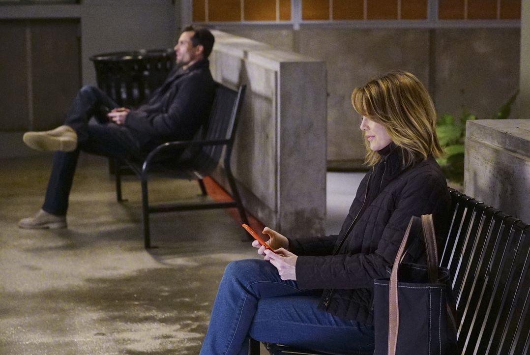 Arizona geht ein großes Risiko mit einer schwangeren Frau ein, die Vierlinge erwartet, während Meredith (Ellen Pompeo, r.) an ihrem Benehmen zu Majo... - Bildquelle: Richard Cartwright ABC Studios