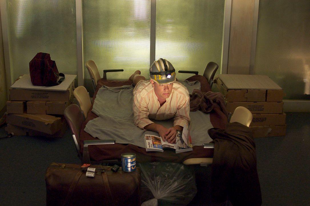Viktor (Tom Hanks) versucht, das Beste aus seinem Leben im Flughafen zu machen ... - Bildquelle: Merrick Morton DreamWorks Distribution LLC