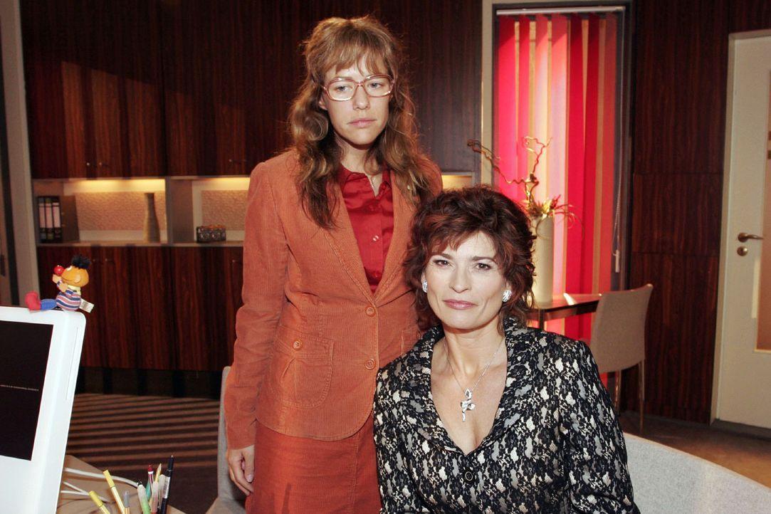 Lisa (Alexandra Neldel, l.) verspricht Sophie (Gabrielle Scharnitzky, r.), für sie eine Aufgabe bei Kerima Moda zu finden. (Dieses Foto von Alexand... - Bildquelle: Noreen Flynn Sat.1