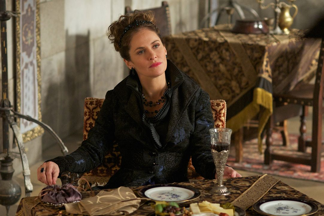 In ihrem Drängen auf einen Thronfolger verletzt Marie de Guise (Amy Brenneman) ihre Tochter Mary zutiefst ... - Bildquelle: Sven Frenzel 2014 The CW Network, LLC. All rights reserved.