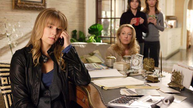 Überreden Rebecca (Emily VanCamp, l.) Justin anzurufen, um ihn unter falschen...