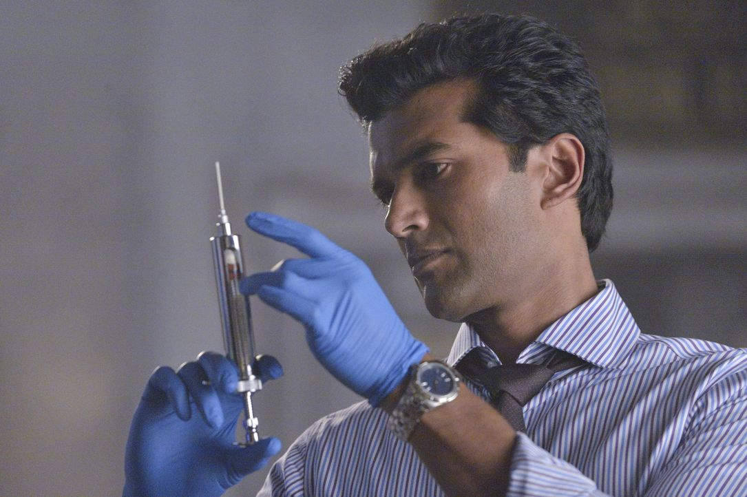 Was hat Gabe (Sendhil Ramamurthy) vor? - Bildquelle: 2013 The CW Network, LLC. All rights reserved.