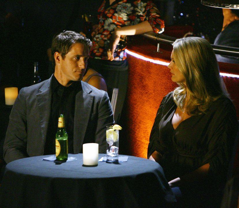 Matt (Sam Jaeger, l.) hat große Probleme, Taylor (Natasha Henstridge, r.) mitzuteilen, dass er sie liebt und dass er sie heiraten möchte. Doch eines... - Bildquelle: Disney - ABC International Television