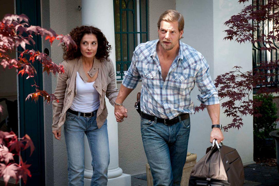 Mick (Henning Baum, r.) holt Tanja (Proschat Madani, l.) zurück ins Leben und aus dem Krankenhaus. Dann allerdings übertreibt er es mit seiner Fürso... - Bildquelle: Martin Rottenkolber SAT.1