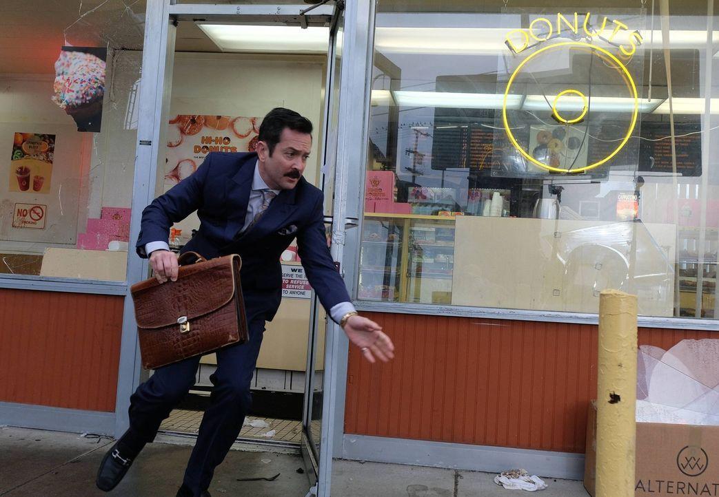 Riggs und Murtaugh sehen sich gezwungen mit der DEA-Agentin Karen Palmer zusammenzuarbeiten, um Leo Getz (Thomas Lennon) zu beschützen, einen Anwalt... - Bildquelle: 2016 Warner Brothers