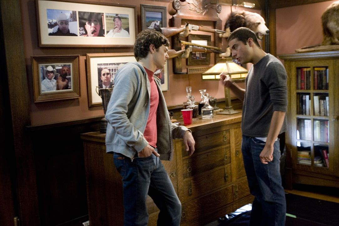 """""""Im Land der Liebe"""" bietet neben einer breiten Palette an hochkarätigen Schauspielern (Adam Brody, l.) ein charmantes, warmherziges Drehbuch von Jon... - Bildquelle: 2007 Warner Brothers"""